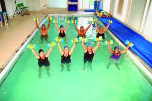 A hidroginástica é uma aliada importante de idosos que buscam exercícios alternativos