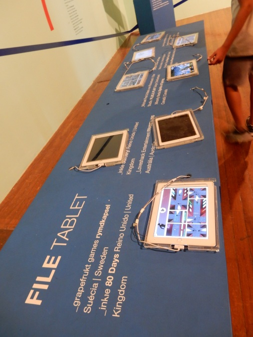 Ttablet Table