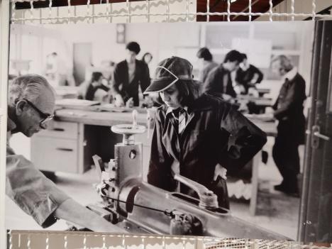 Uma estudante em curso de maquinista na Jordânia