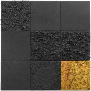 Carvão, Folha de Ouro, materiais orgânicos, esmalte sintético e Verniz sobre tela 150 x 150 cm (Foto: Joaquim Nabuco - Divulgação)