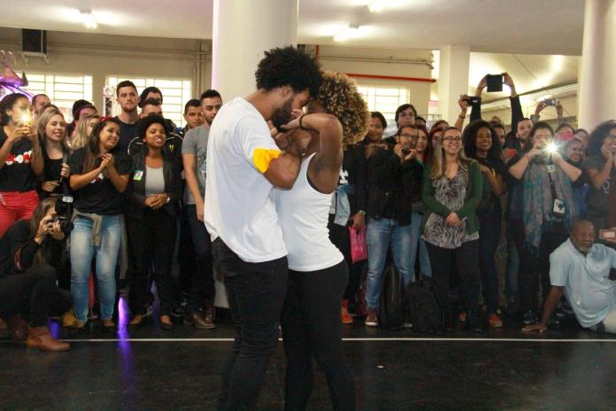 Integrantes do grupo Blacktude durante apresentaçãod e dança. [foto: Iago Moreira/Agência UVA]