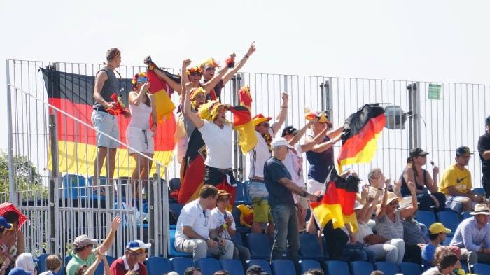 Torcida Alemã comemorando no fim da prorrogação