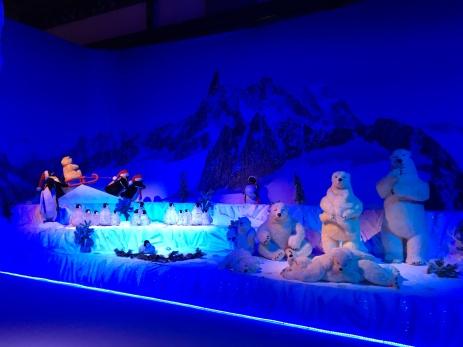 Bonecos representando os animais do Pólo Norte. [Foto: Lizandra Rios- Agência UVA Downtown].