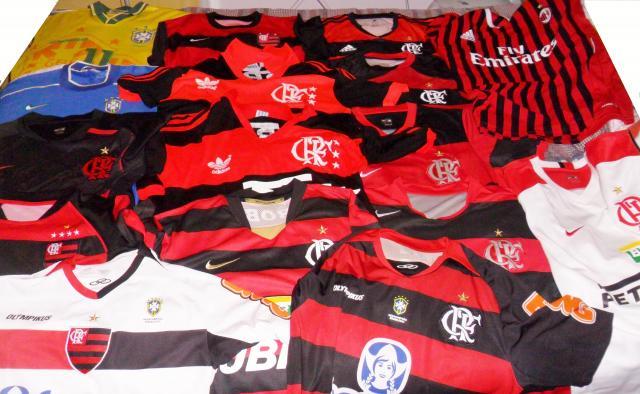 Coleção de camisas de time do Valdo. Foto: Zahyr Neto / Agência UVA