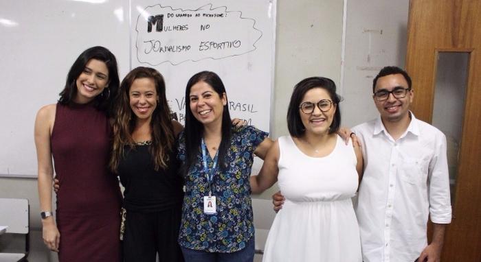 Depois do papo sobre mulheres no jornalismo esportivo, Gabriella Telles, Carla Matera, Patrícia Sá, Clara Lino e Marcello Neves fizeram questão de registrar o encontro. Foto: Luis Miguel