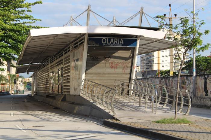 Estação do BRT de Olaria, fechada por causa de vandalismo, furto de equipamentos e cabos elétricos. Foto: Francisco V. Santos / AgênciaUVA