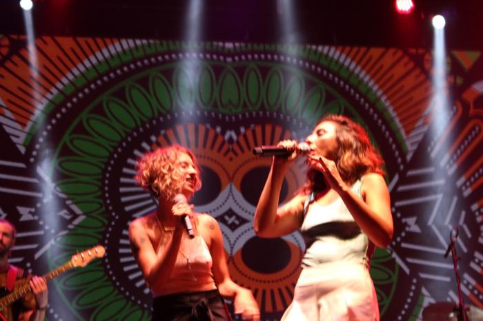 Julia Vargas cantou com Aline Paes no palco do MIMO Festival Rio de Janeiro. Foto: Francisco V. Santos / AgênciaUVA