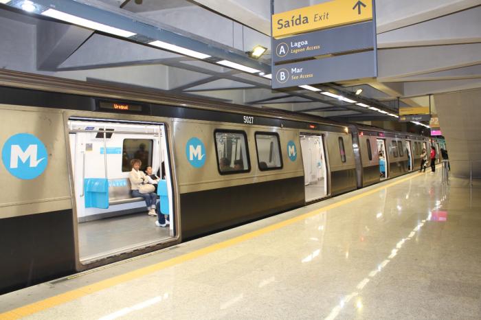 Linha 4 do metrô. Estação Antero de Quental, vazia em dia útil, às 7h30. Foto: Francisco V. Santos / AgênciaUVA