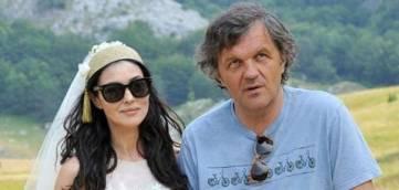 """Monica Bellucci e Emir Kusturica, diretor do longa """"Na Via Láctea"""". Foto: divulgação"""