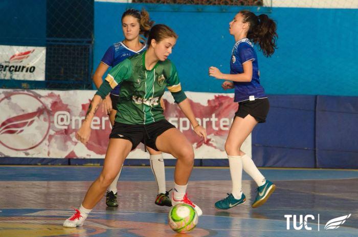 Atleta de futebol femino Veiga