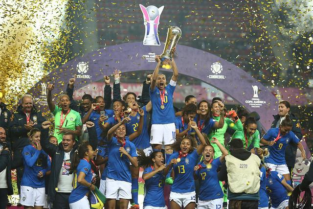É heptacampeão! Festa na comemoração do título da Copa América Feminina. Foto: CBF / Divulgação