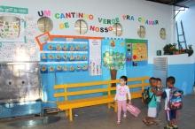 """Pátio da escola onde se desenvolve o projeto """"Um cantinho verde pra chamar de nosso"""". Foto: Francisco V. Santos / AgênciaUVA"""