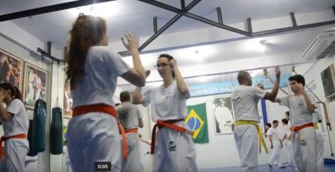 Lais Velasco na aula de Krav Magá. Imagem: Isabel Maia/ TvUva Notícias