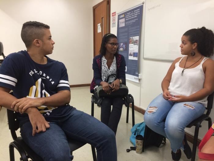 Estudantes 'vendem' suas matérias nas reuniões de pauta. Foto: Patrícia Sá Rêgo / AgênciaUVA