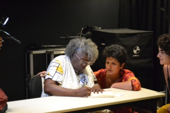 Conceição Evaristo dando autógrafo Museu do Amanhã 16/11/18 Foto: Leticia Heffer