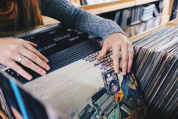 vinyl-records-945396_960_720.jpg