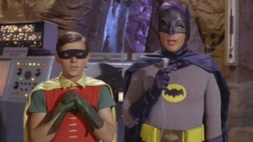 Esta imagem possuí um atributo alt vazio; O nome do arquivo é adam-west-batman.jpg